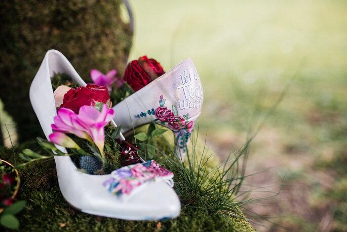 handbemalte Brautschuhe mit Blumen