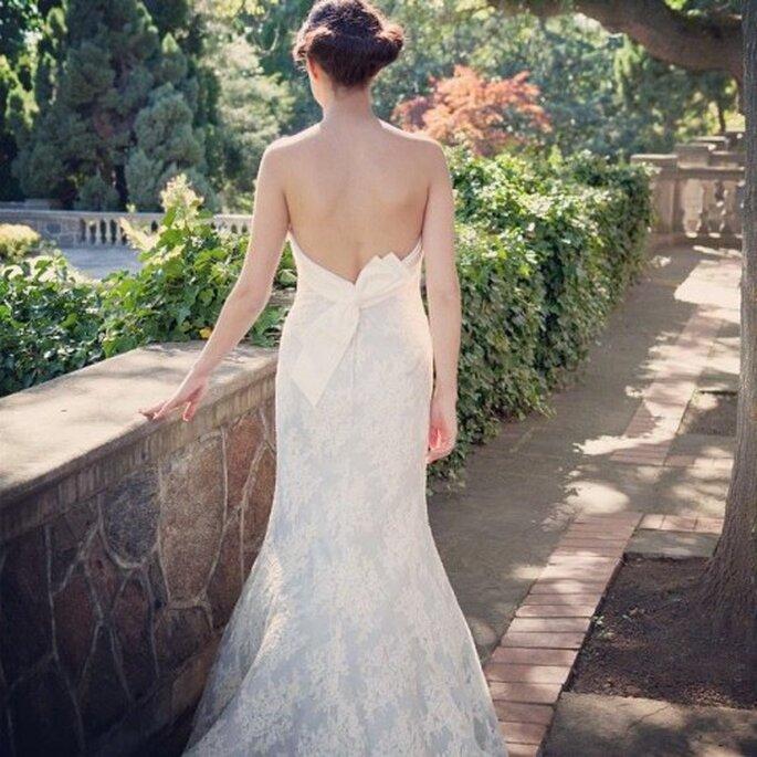 Vestido de novia con escote pronunciado en la espalda - Foto Lea Ann Belter Bridal