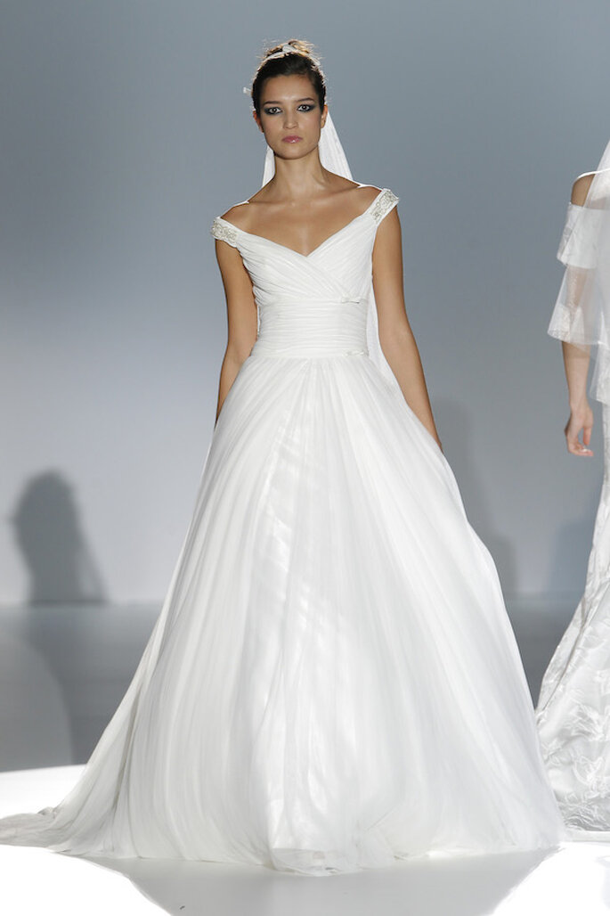 Vestidos de novia 2015 con hombros caídos - Foto Franc Sarabia