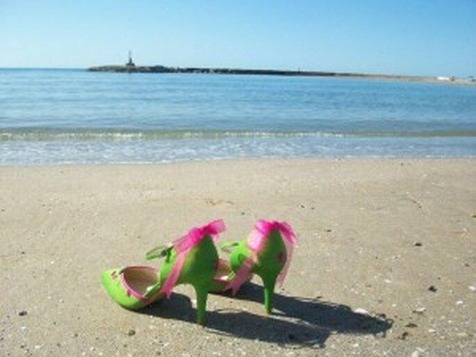 Zapatos de novia verdes con adornos fucsias - Mademoiselle Rose