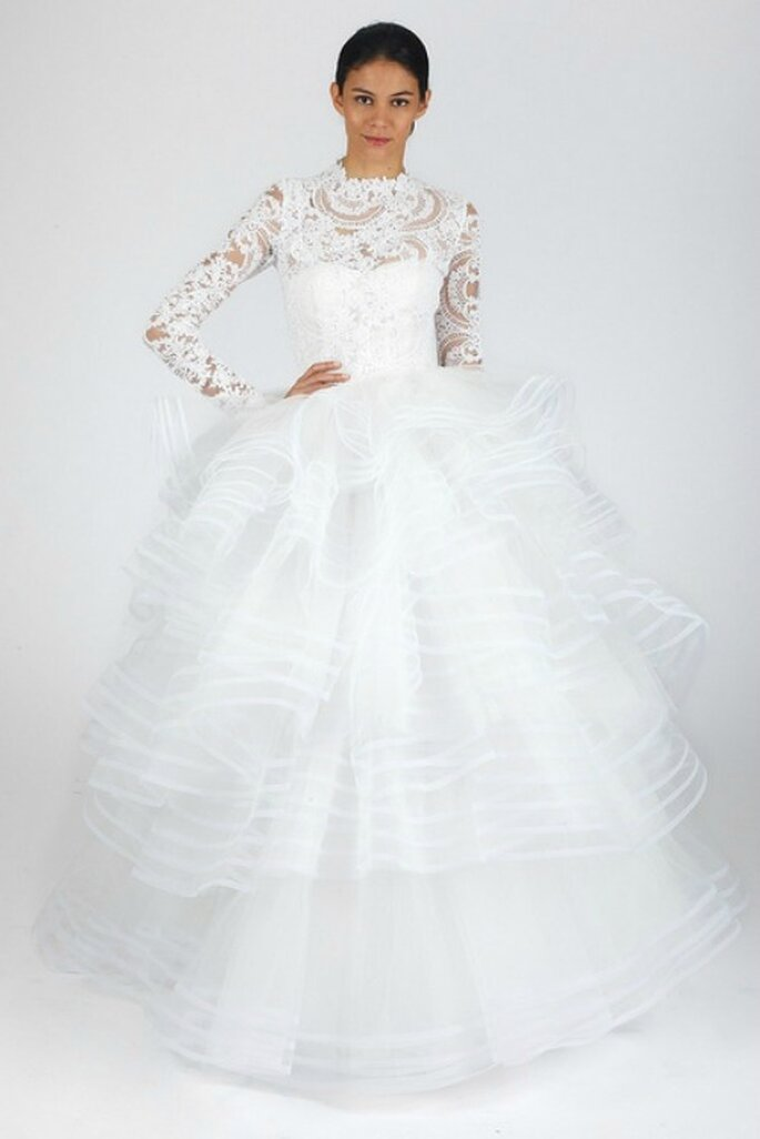 Abito con corpetto manica lunga in pizzo e gonna a balze in tulle lavorato multistrato. Oscar de la Renta Fall 2013 Bridal Collection. Foto: www.oscardelarenta.com