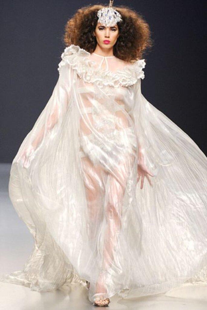 Para el cierre, Franco Quintáns reservó una sorpresa: la corona de la reina de las mariposas. Esta pieza es única y es una creación de Lucio Benenati, colaborador creativo de Vogue Sposa Italia. (Tomy Pelluz / Vogue)