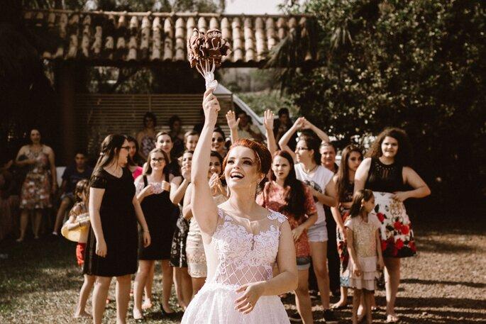 Den Brautstrauß werfen