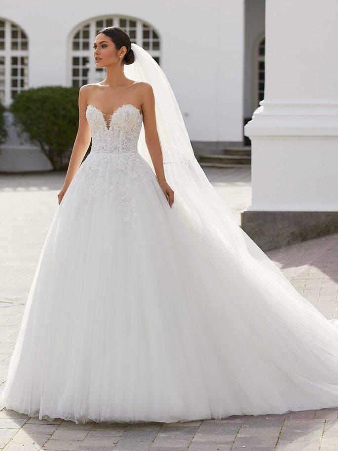 Pronovias Vestido de novia en escote corazónVestido de novia ballgown con escote corazón y espalda descubierta en tul bordado