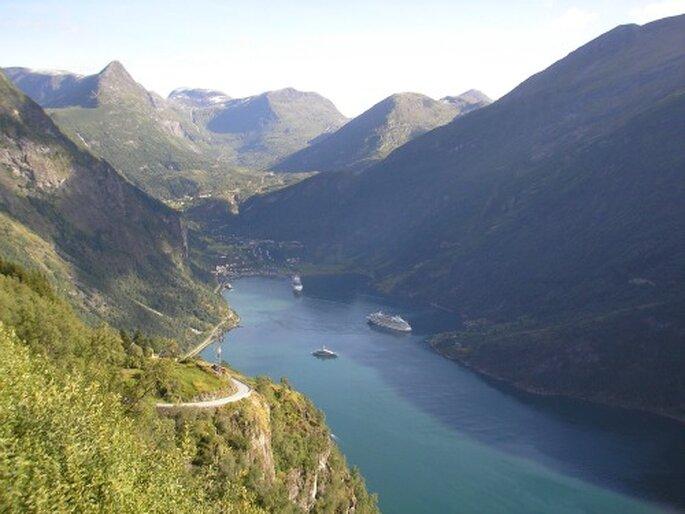 Fjord-Landschaft in Norwegen. Natur pur für Ihre Flitterwochen. Foto: Reinhard Gerlach / pixelio.de