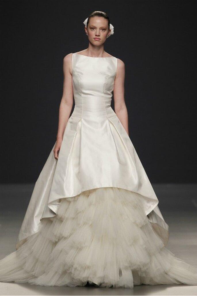 La nueva colección de vestidos de novia Paula Del Vas 2012 incluye piezas con volantes en tul - Ugo Camera / Ifema
