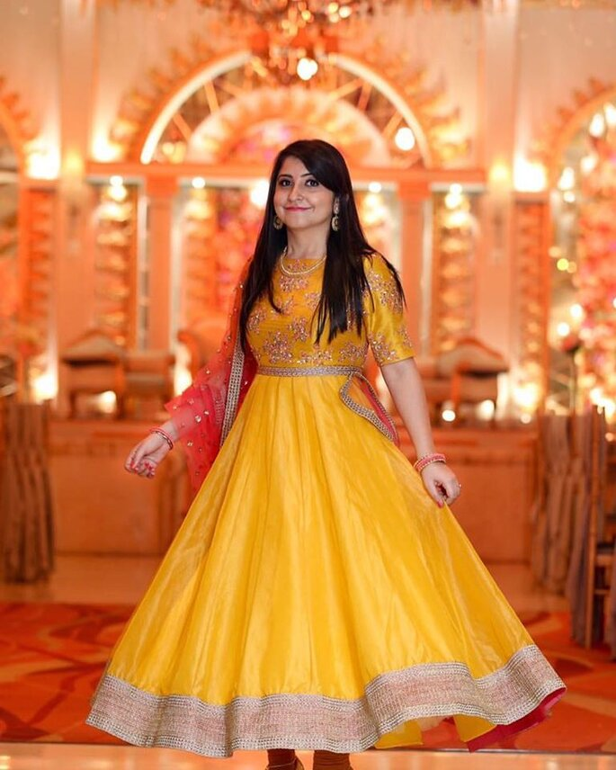 98810d8fdb How to choose the colour of your dress for mehndi ceremony