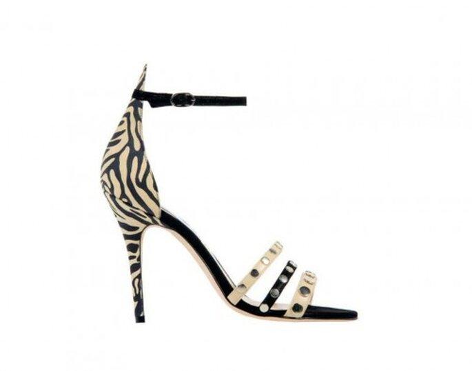 Zapatos para novia con estampado de cebra y tiras al frente - Foto Monique Lhuillier