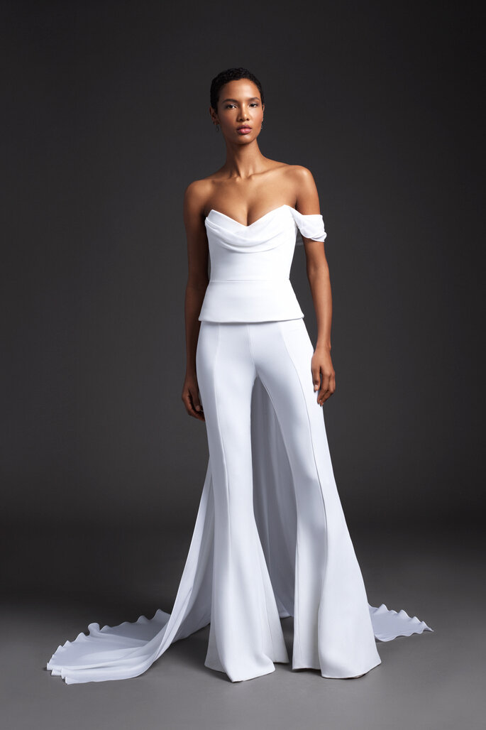Vestido de novia dos piezas con corsé y pantalón bota campana