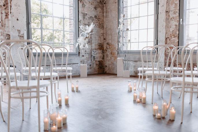 Hochzeitszeremonie modern weiss
