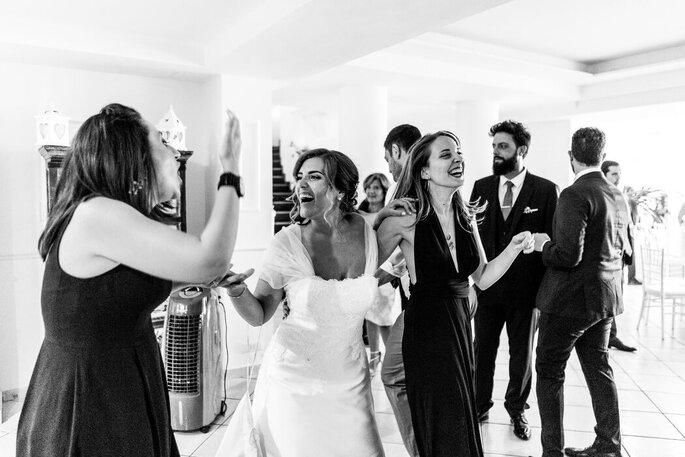 Marco Fardello Fotografo - sposa e amiche in bianco e nero