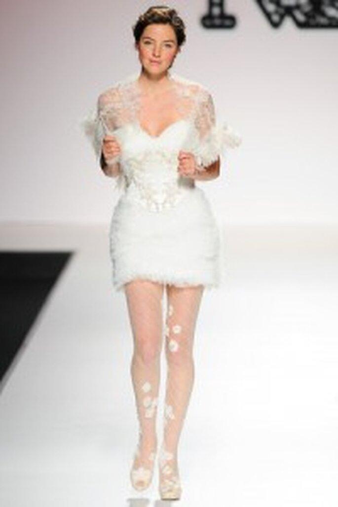 Vestido de novia corto. Model Novias 2011