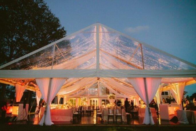 Gläsernes Zelt in der Abenddämmerung