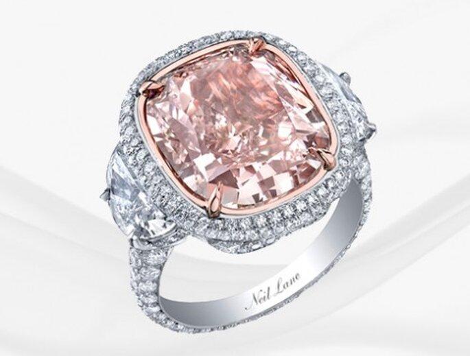 Anillos de compromiso con diamantes de color rosa de moda en 2013 - Foto Neil Lane