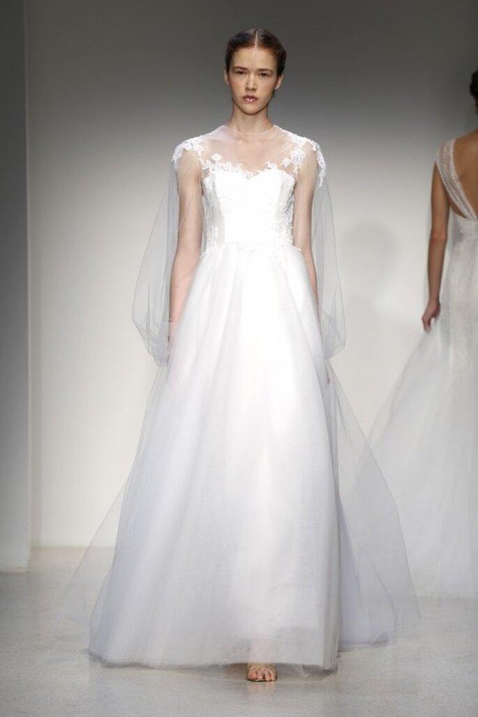 Vestido de novia clásico para otoño 2013 con capa llena de transparencias - Foto Christos