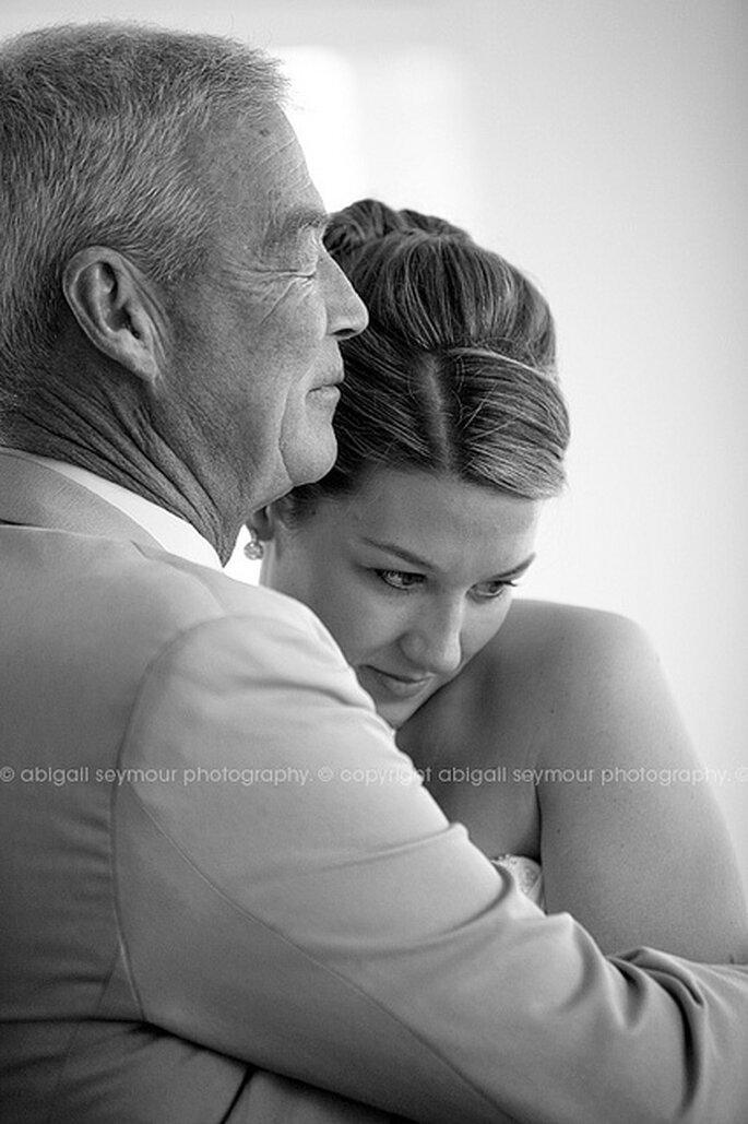 Moment d'émotion entre la mariée et son père. Photo: Abigail Seymour Photography