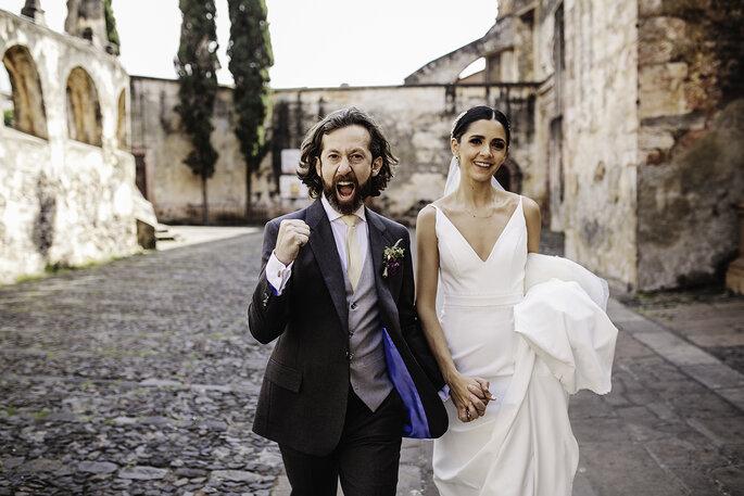Boda en Pátzcuaro fotografía de los novios felices el dia de su boda