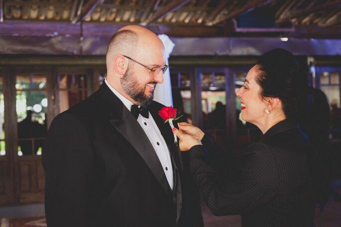 Lapelas dos noivos e padrinhos: Antique et Romantique. Foto: Noz Fotografia