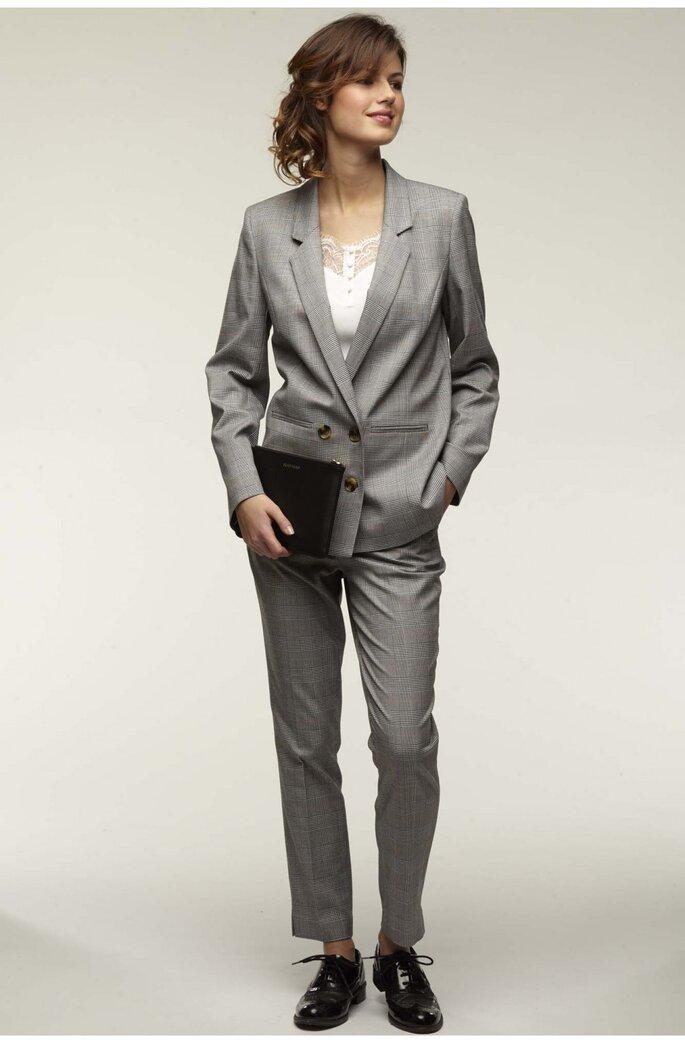 Traje chaqueta y pantalón en gris