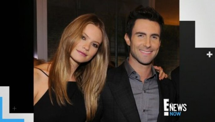 Adam Levine le propuso matrimonio a la modelo Behati Prinsloo - Foto ENews YouTube