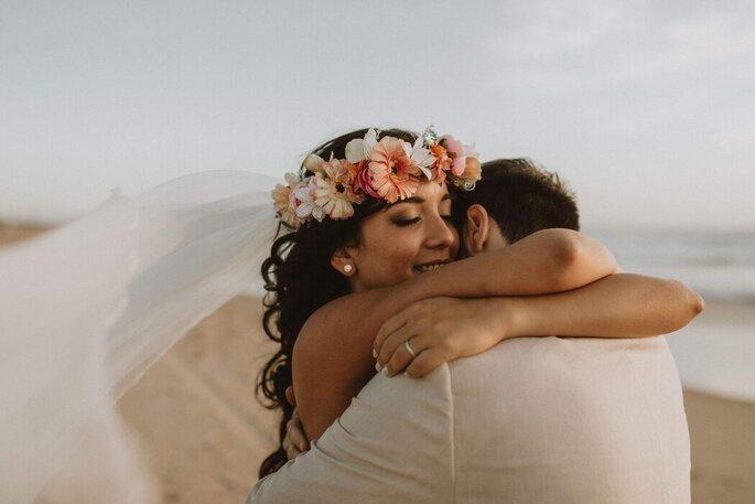 Momento de carinho entre os noivos