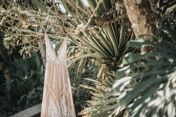 Como escolher o vestido de noiva para um casamento na praia