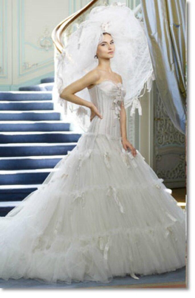 Vestido de novia con tul y cintas de Ian Stuart