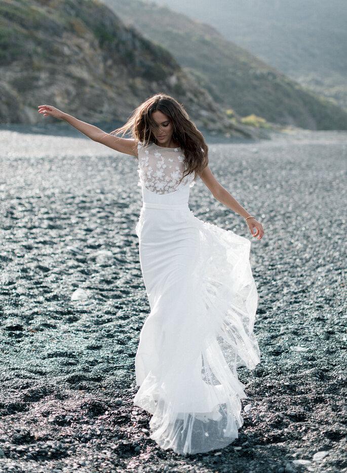 Robe de mariée avec un décolleté en dentelle pour un mariage civile