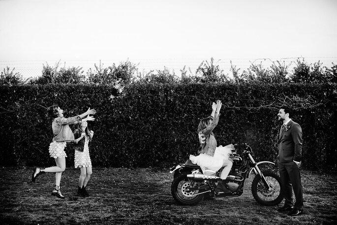 Noivos: Atelier Gio Rodrigues   Receção: Quinta do Avesso   Fotografia: Nelson Marques + Andreia Torres Photography   Video: Miranda Filmes   Motos: Ton-up Garage, Garagem Central (Porto) e Danny Cardoso   Modelos: Foxy Riders