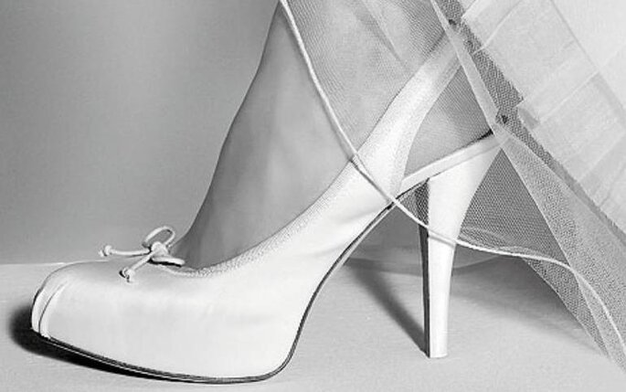 Zapatos para novia de Pura López. Wedding shoes by Pura Lopez