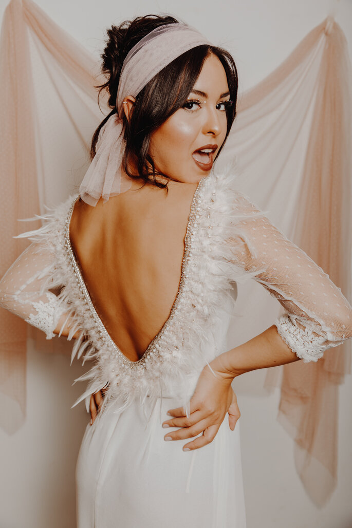 Vestido de novia con escote de espalda