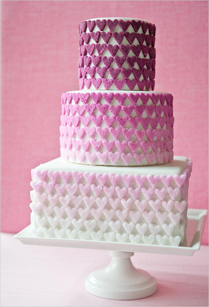 Apliques de corazones de azúcar para el pastel de bodas. Foto: Brooke Allison Photographie