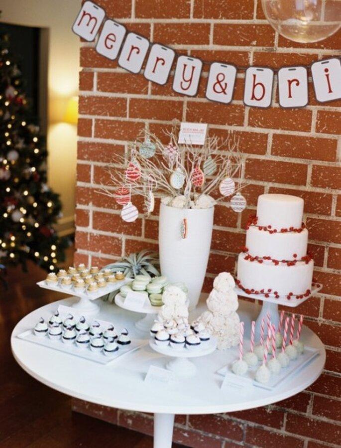 Mesa de postres para una boda inspirada en Navidad - Foto Leo Patrone en Inspired By This