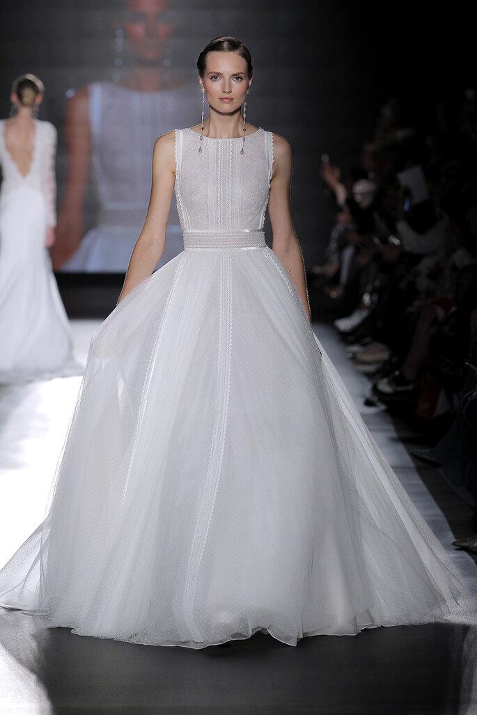 Vestido de novia cuello barco corte princesa