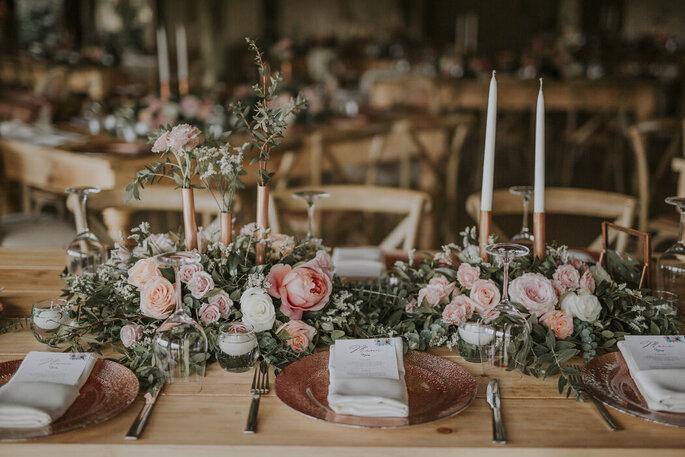 Decoración de matrimonio con flores y velas