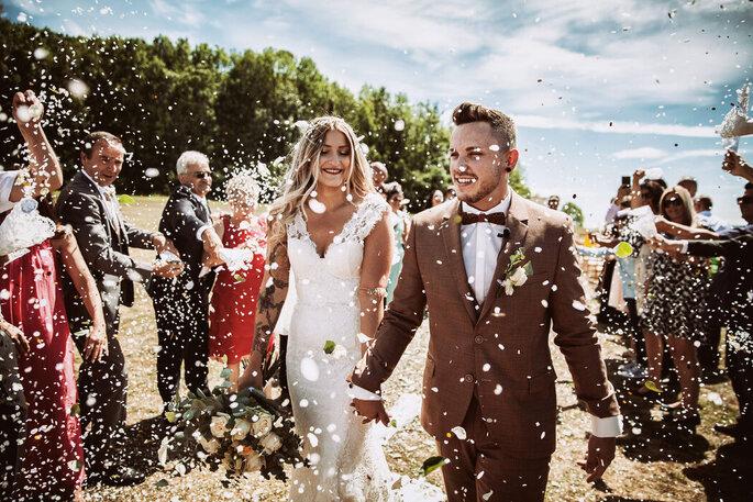 Brautpaar nach Trauung Konfetti