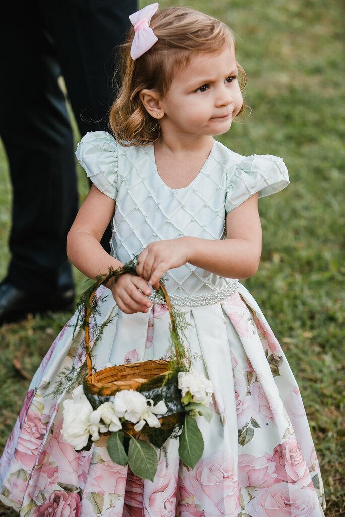 Vestido daminha com saia florida