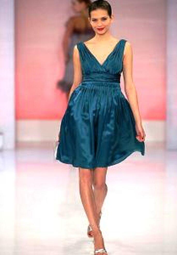 Cymbeline 2009 - Vestido corto azul de corte imperio con escote en V