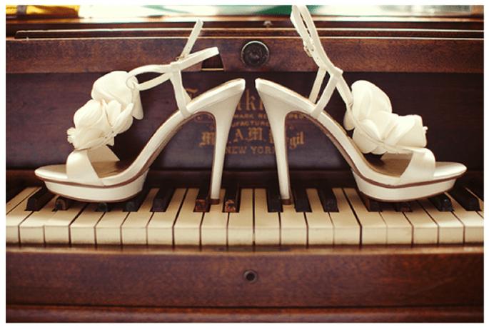 Presume tus increíbles zapatos de novia en lindas tomas - Foto Josi Miller Photography