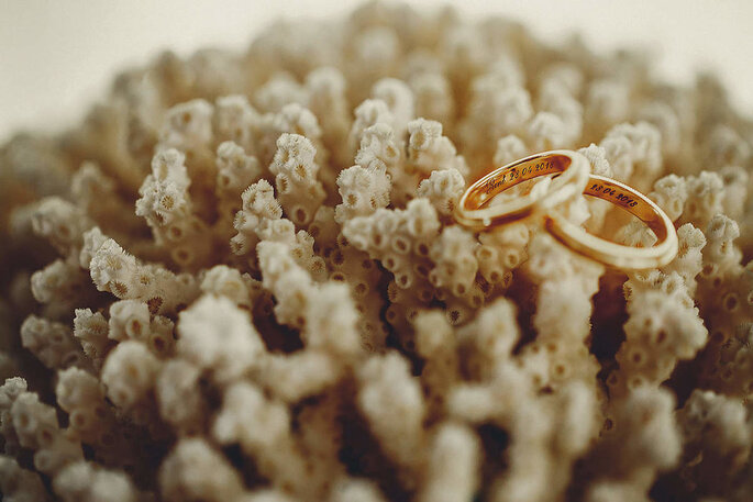 Argollas de matrimonio de oro con grabado interior