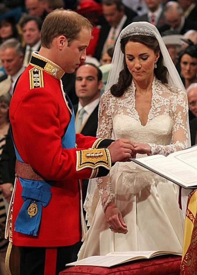 Guillermo pone la alianza a Kate