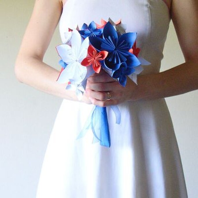 Bouquet de mariée en papier de Marmota Cafe Weddings. Photo: www.etsy.com