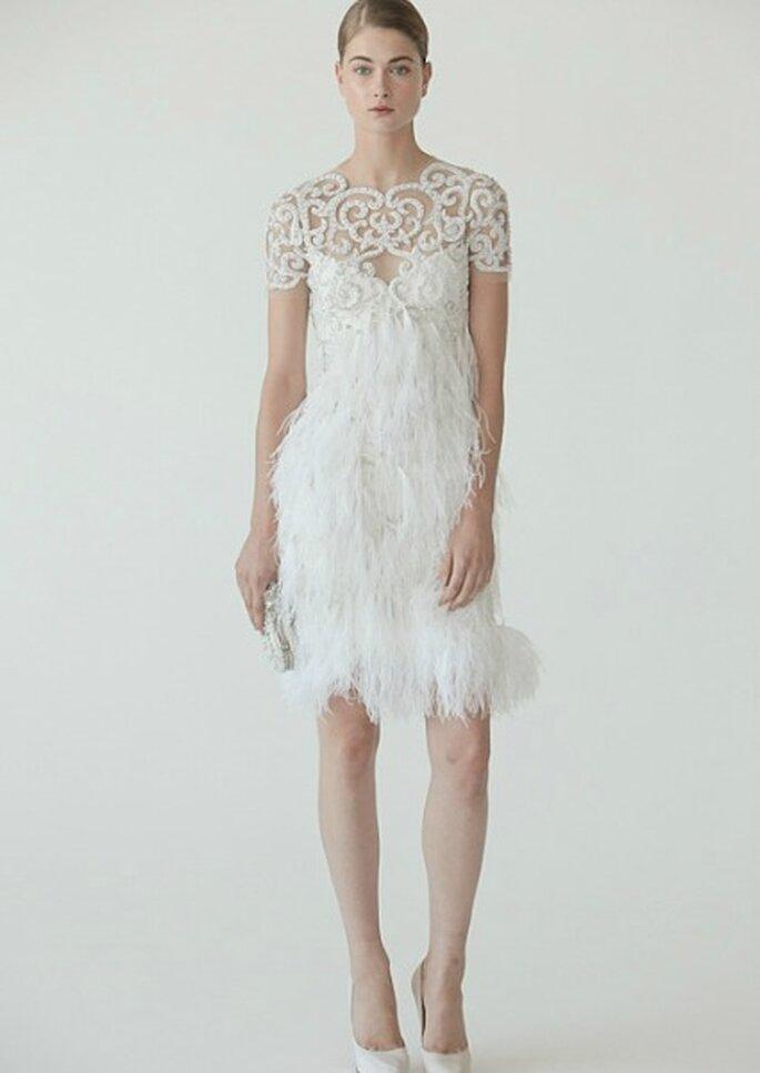 Vestido de novia con plumas, de la colección de otoño de Marchesa. Foto: Marchesa