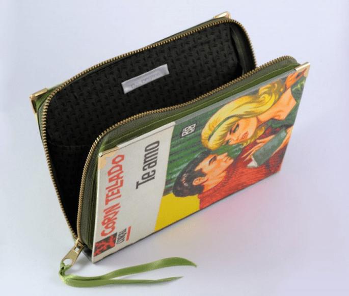 Bolso de fiesta con forma de novela de Corin Tellado - Foto PS Besitos