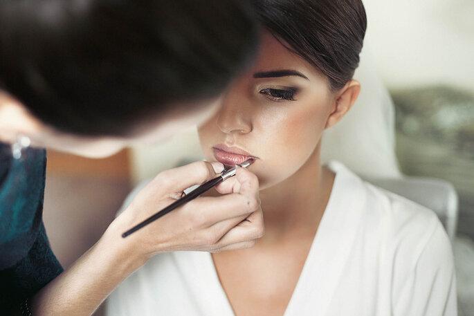 Lippenstift bei braut