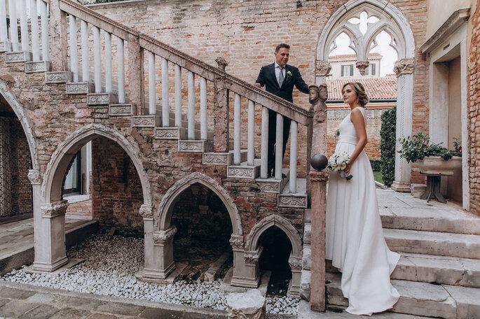 Sposarsi a Venezia, scatto su una scalinata