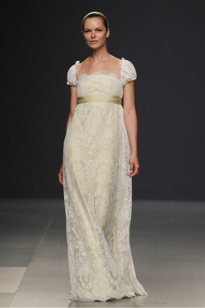 Vestido de novia romántico de Paula Del Vas 2012 que nos recuerda a Josefina de Napoleón - Ugo Camera / Ifema