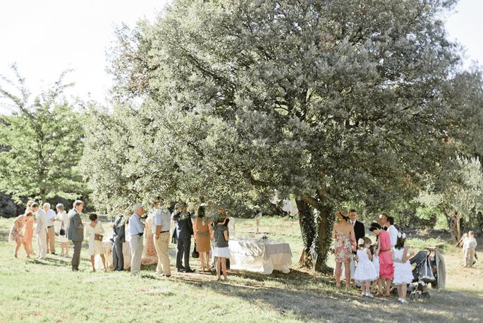 Le vin d'honneur est servi dans le parc de la propriété