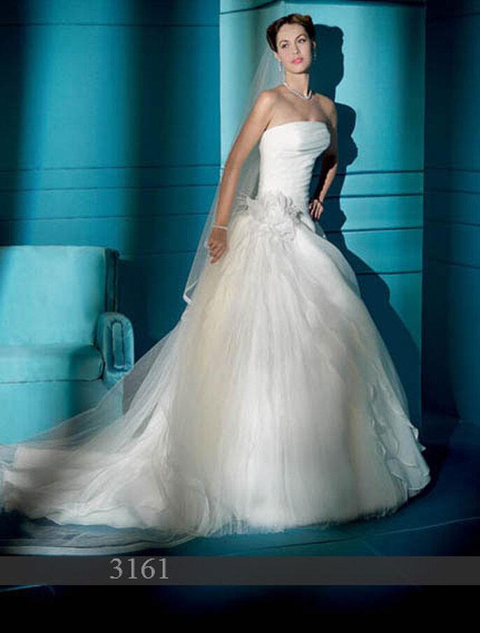 Robe de mariée Demetrios 2011 : Satin et organza - Bustier - jupe en tulle