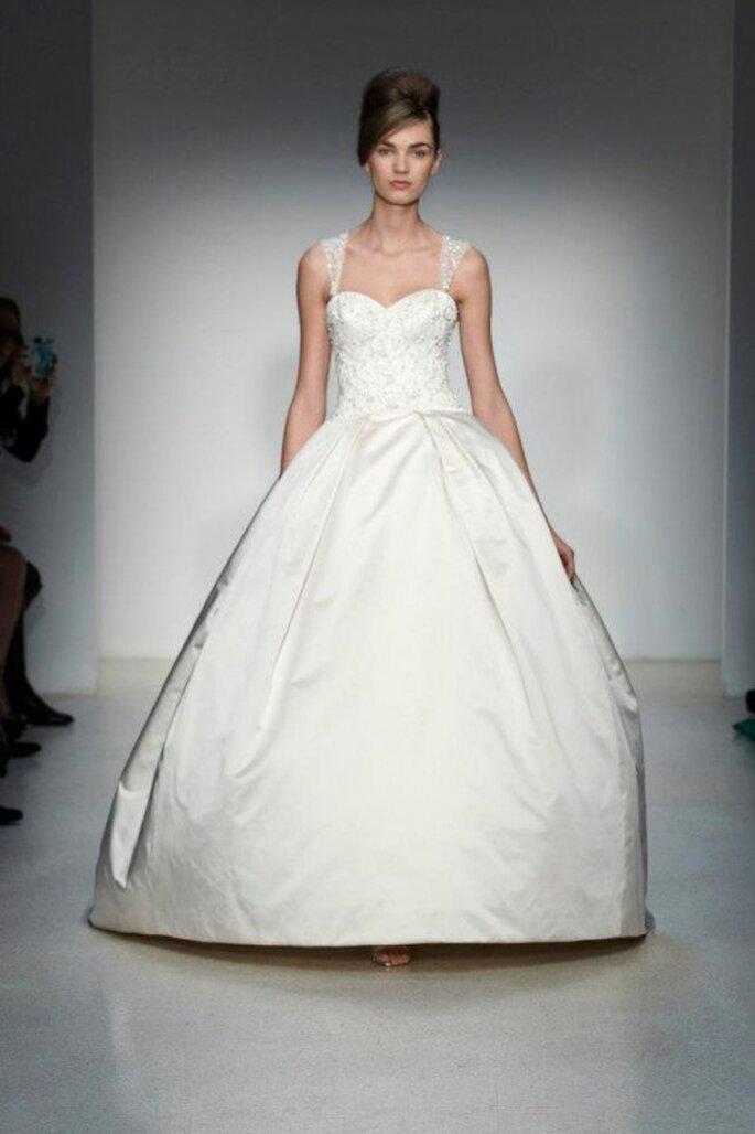 Vestido de novia otoño 2013 corte princesa con tirantes y escote amplio - Foto Kenneth Pool